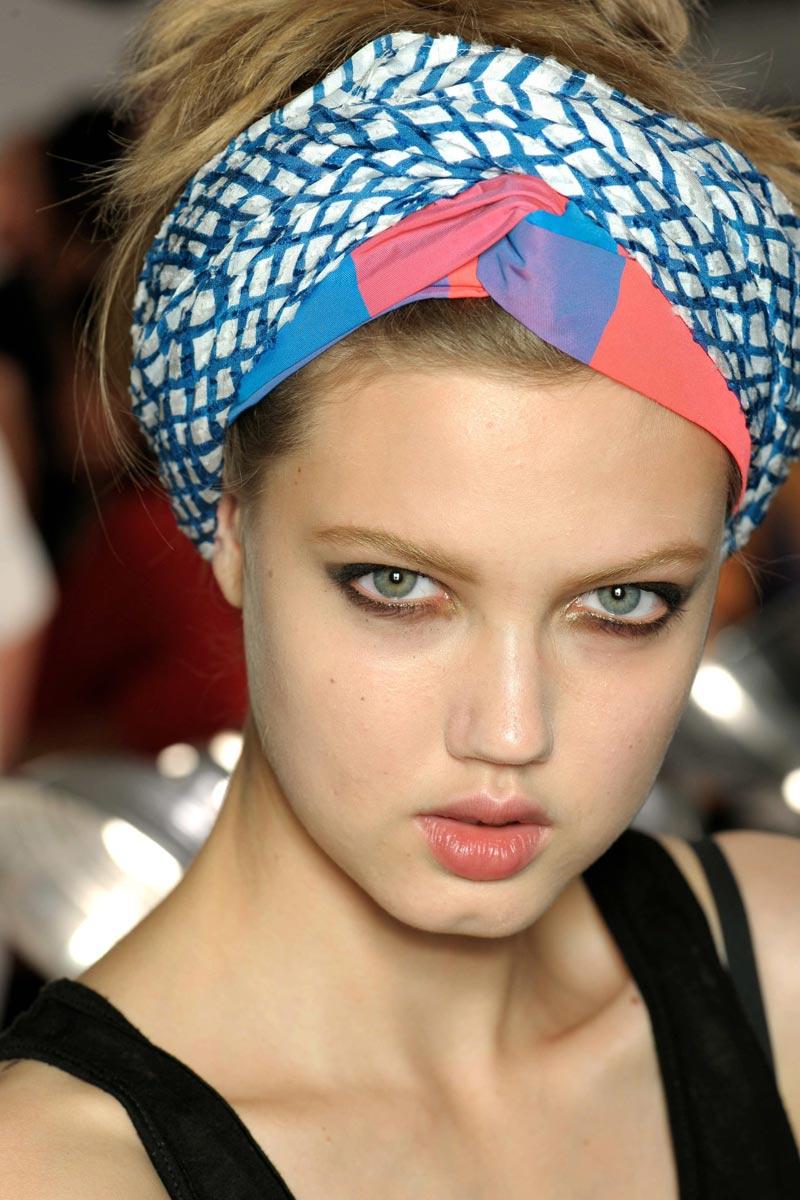 Bonito y cómodo peinados con pañuelos Galería de cortes de pelo tutoriales - Mujer Madura a la Moda: Peinados de verano con pañuelos y ...