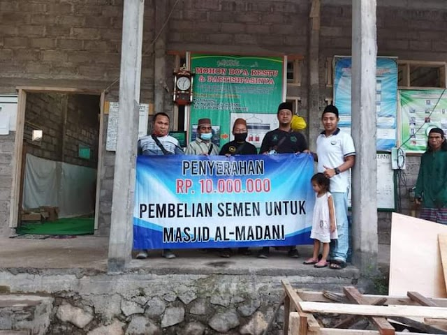 Donatur Masjid Jamik Singaraja Tertarik Sumbangkan Dana Rp.10.000.000 Untuk Pembangunan Masjid al Madani Ds. Temukus