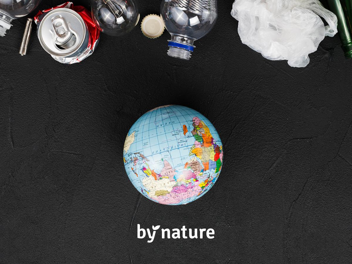 Plastik stanowi ogromne zagrożenie dla środowiska. Jego czas rozkładu jest bardzo długi - np. w przypadku butelki PET to od 100 nawet do 1000 lat!