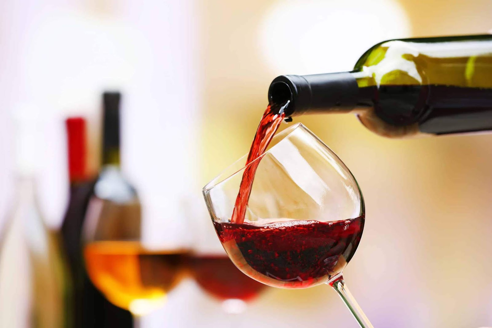 ¿Por qué el vino tinto es amargo?