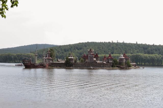 Китовая пристань на Саткинском пруду