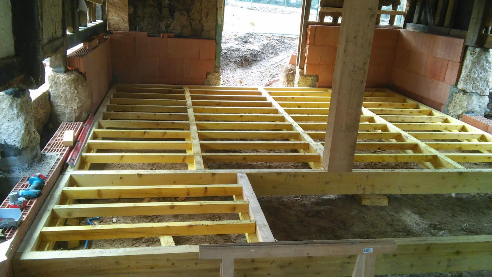 la mare du mesnil tentative d 39 cor novation le plancher de la cave. Black Bedroom Furniture Sets. Home Design Ideas