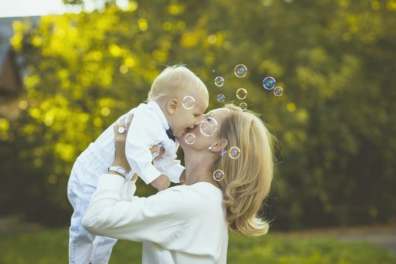 le bébé et sa maman