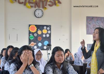 Metode teater ulah sukma sebelum menonton video tentang sejarah Bandung