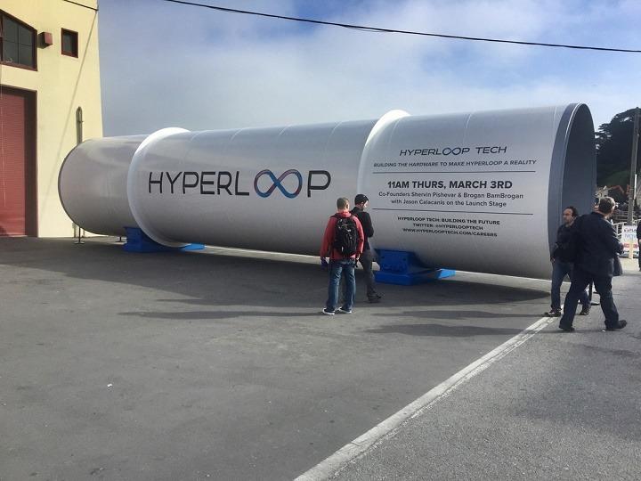 perilisan dan peluncuran hyperloop pertama kali