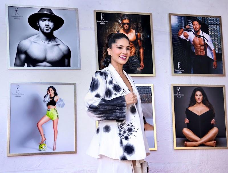 Sunny Leone Clicks at Dabboo Ratnani Calendar 2020 Launch in Mumbai  17 Feb-2020