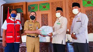 Bantuan 400 Paket Sembako diterima oleh Bupati Pati