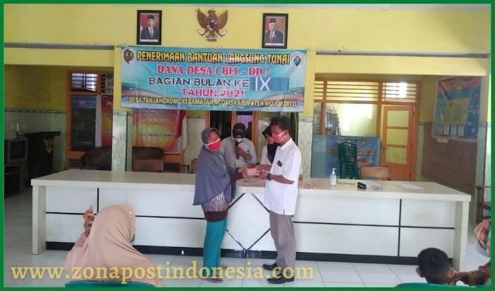 Pemerintah Desa Tanjangrono, Salurkan BLTDD (Bantuan Langsung Tunai Dana Desa) di Balai Desa Tanjangrono