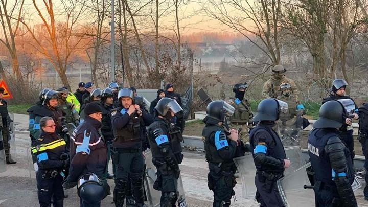 Η FRONTEX εκθειάζει την Ελλάδα τον Έβρο