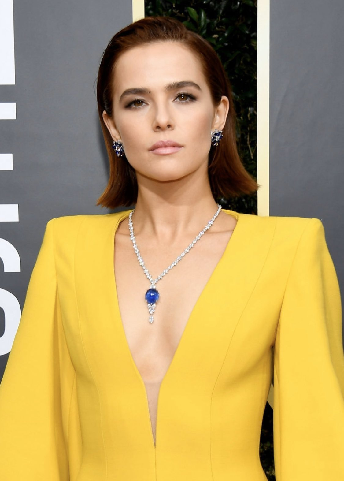 Zoey Deutch Wore a Glittering 'Titanic'-Esque Necklace to the Golden Globes