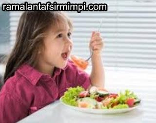 Anak Lucu Makan