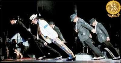 هل يعمل ضد الجاذبية ام انه امر اخر Michael Jackson