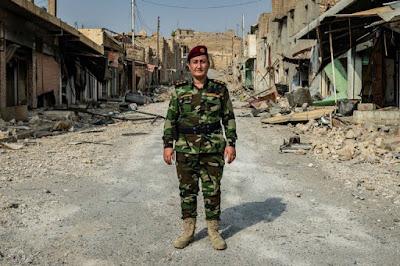 Soldada Yazidi combate o Estado Islâmico. A mulher que é capaz de se defender.