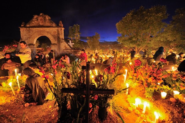 Dancing to commemorate the deceased in Mexico