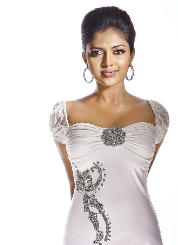 Titans Wallpaper Iphone Amala Paul Hd Wallpapers High Definition Iphone
