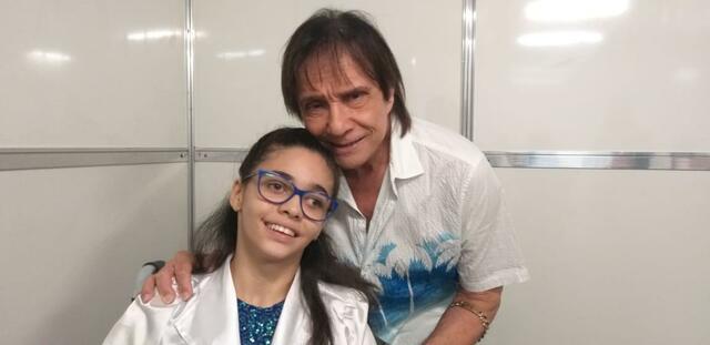 """Vitória Lucena """"vive"""" o rei 24h por dia"""