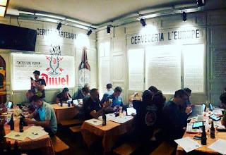 Jurado de expertos cerveceros del 7º Concurso Homebrewer bebiendo las 145 cervezas inscritas en L'Europe