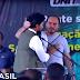 """""""Apareça, Carluxo"""", suplica Fabio Faria em discurso constrangedor"""