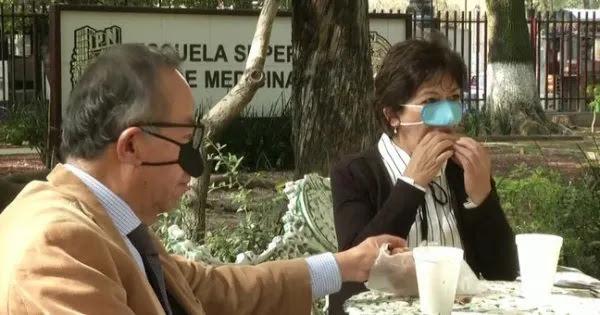 Στα όρια της γελοιότητας - Ετοιμάζουν ανθρώπους «κλόουν»: Μάσκα μόνο για τη μύτη την ώρα του γεύματος!