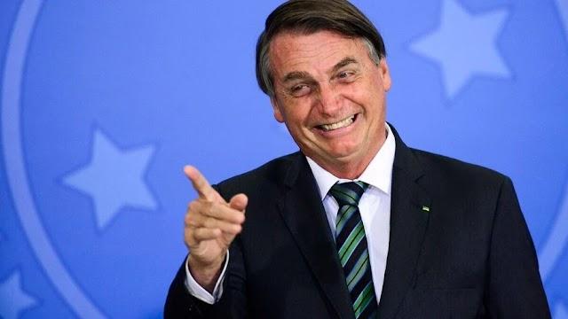 Bolsonaro ri de críticos ao 'tratamento precoce': 'Toma qualquer negócio'