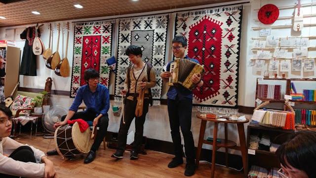 Ο Ιάπωνας που λατρεύει την Ποντιακή λύρα, τον Καζαντζάκη, γίνεται πάλι… Σαλονικιός