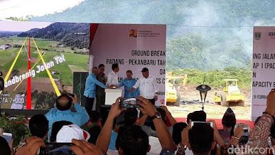 Tekan Bel, Presiden Jokowi Resmikan Proyek Tol Padang-Pekanbaru - Info Presiden Jokowi Dan Pemerintah