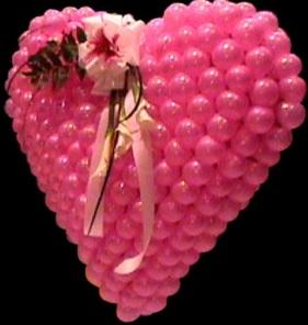 Foto de un corazón con globos rosados