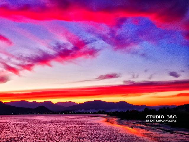 Απίστευτο ηλιοβασίλεμα στο Ναύπλιο