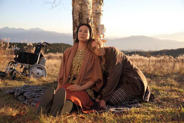 Leona (Geminoid F) et Tania (Bryerly Long) dans Sayōnara de Kōji Fukada (2015)