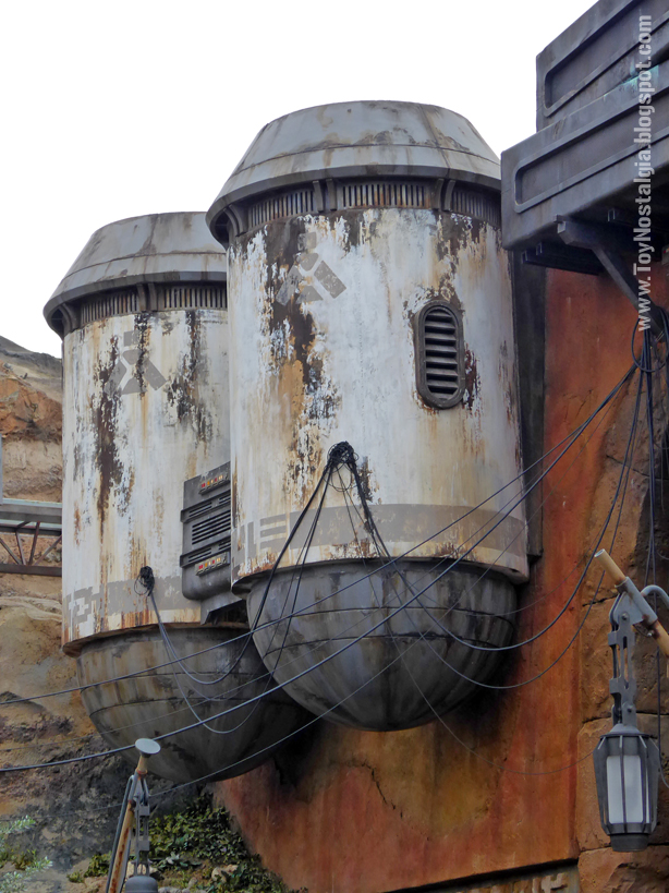 STAR WARS: Galaxy's Edge The Black Spire Outpost Walt Disney World Tanks