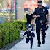Nam cảnh sát Mỹ gây sốt khi chụp ảnh với bé trai gốc Việt
