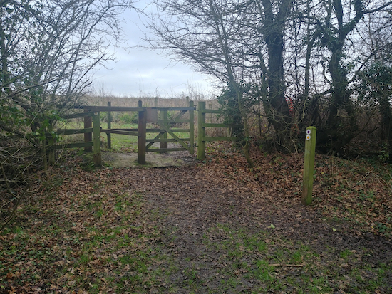 The gate and footpath marker mentioned in point 4 below  Image by Hertfordshire Walker released via Creative Commons BY-NC-SA 4.0