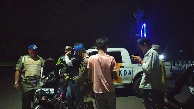 Gelar Operasi Triple M, SatPol-PP Lambar Amankan Sejumlah Pemuda di Taman Hamtebiu