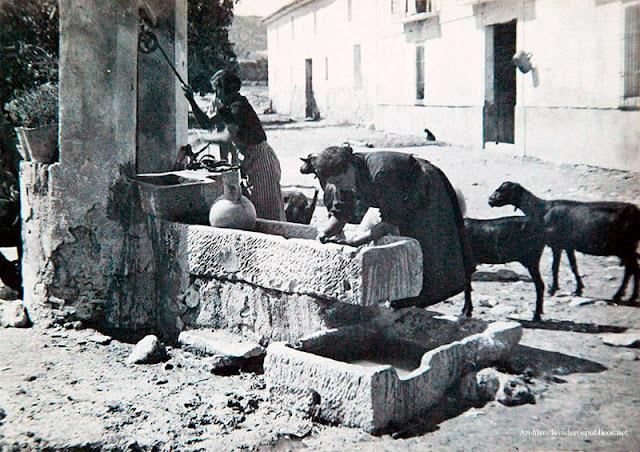 dos-mujeres-lavando