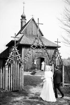 Wejście do Kościoła. Ślub w Lublinie.