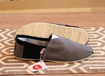 Sepatu Wakai Women Grey Black