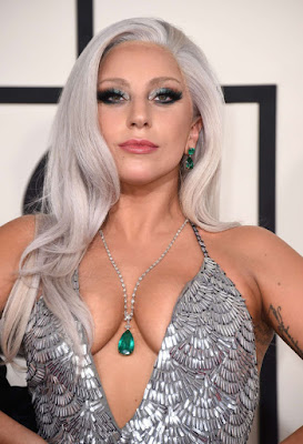 lady-gaga-visits-cosmetic-surgery-salon