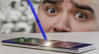 في أحدث إختبار للهاتف جالكسي نوت 10 بلس، اليوتوبر يحيى رضوان إختبر الهاتف في شريطي فيديو، الأول إختبر فيه مدى عمل وتجاوب وقدرة الهاتف، وفي الفيديو الثاني إختبر فيه اليوتوبر يحيى مدى عمل القلم المرفق مع الهاتف.