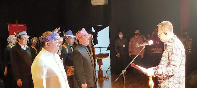 Sekda Prov Fahrizal Darminto mengukuhkan Akademi Lampung dan Pengurus DKL Periode 2020 - 2024