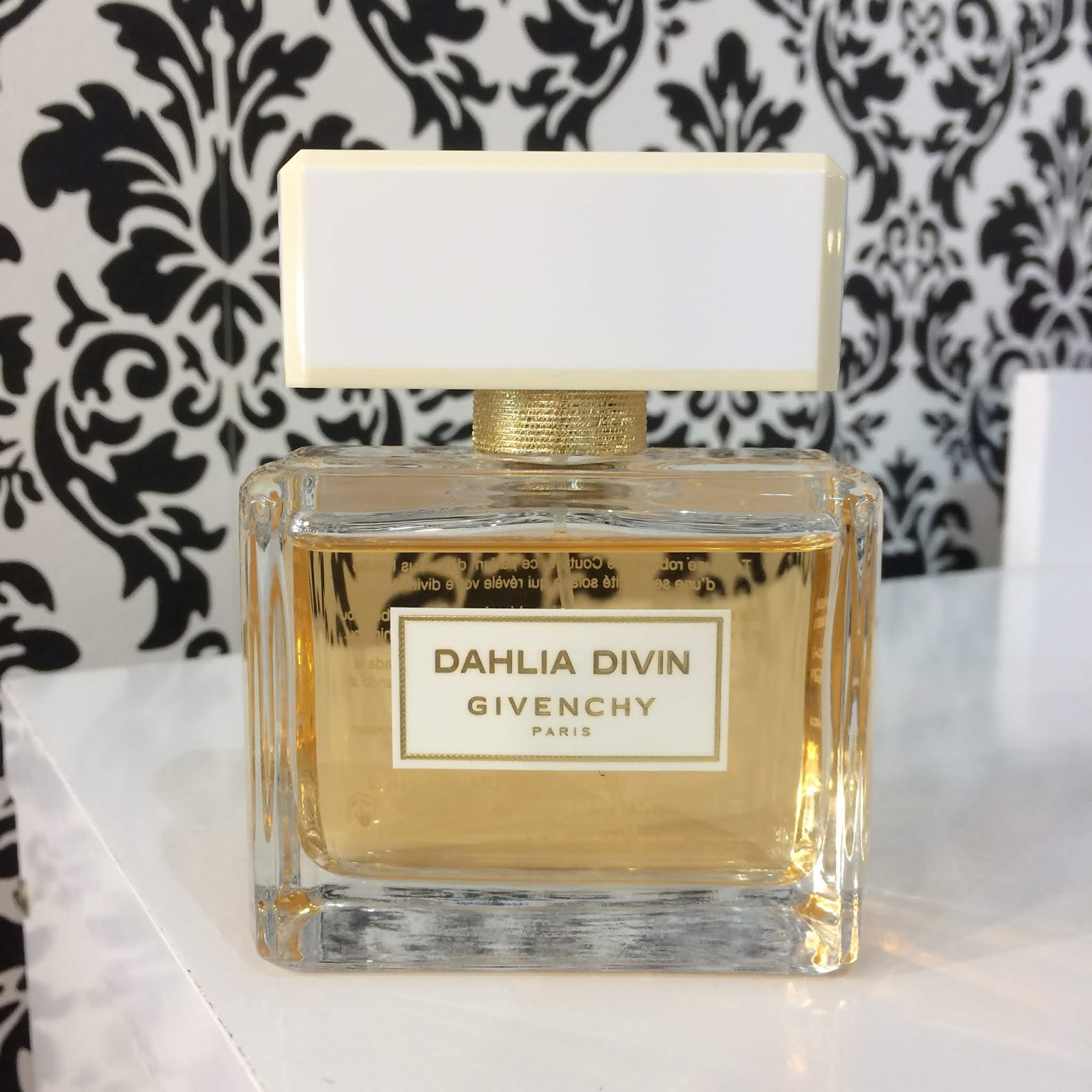 Resenha: Givenchy Dahlia Divin EDP