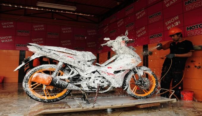 Jarang Mencuci Sepeda Motor, Ketahui Hal Buruk Ini !