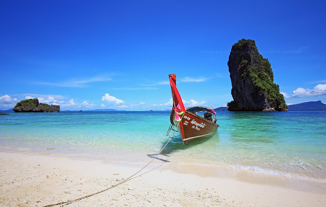 เกาะปอดะ ตั้งอยู่ทางทิศใต้ของอ่าวพระนาง เป็นเกาะที่ได้ชื่อว่ามีชายหาดสวยงามที่สุดในกลุ่มเกาะหน้าอ่าวนาง มีหากทรายขาวสะอาดโอบรอบทั้งสามด้านยกเว้นทางด้านทิศตะวัน น้ำทะเลใสสีเขียวอมฟ้าอ่อนๆ บริเวณรอบๆ เกาะจะมีแนวปะการังน้ำสามรถดำชมปะการังได้