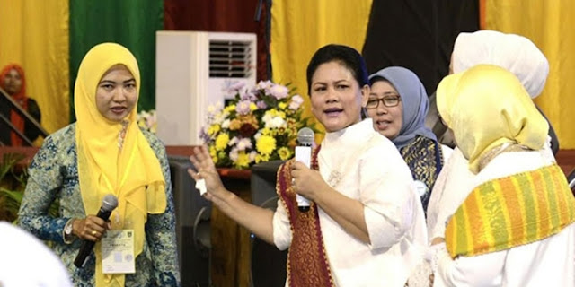 Kunjungan Ke Riau, Ibu Negara Iriana Akting jadi Anak TK