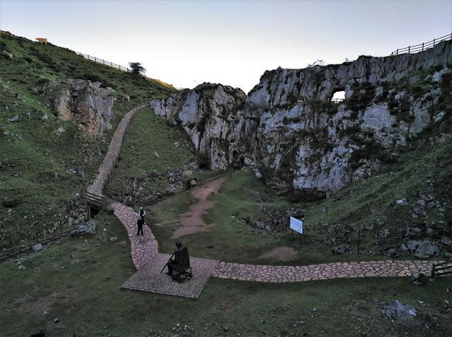 Explanada de Minas Buferrera y Homenaje al minero sin gente