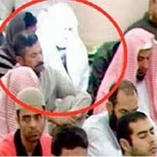 Dalam masjid tu dia seorang saja yang paling bersinar