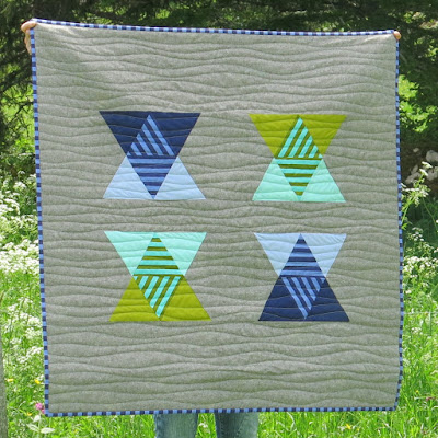 Luna Lovequilts - Minimalism and transparency effect for this baby quilt - Pattern designed by Julie @builtaquilt
