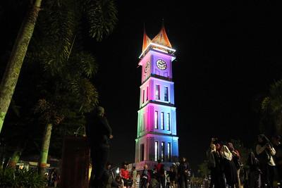 https://www.wisatain.com/2019/11/jam-gadang-wisata-ikon-bukittinggi.html