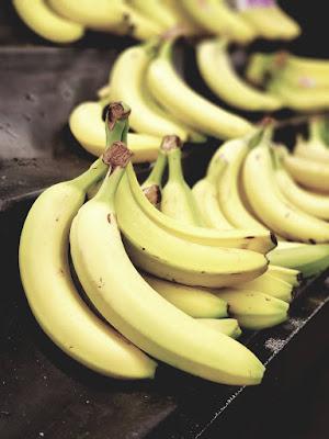 صورة لمجموعة من الموز الأصفر الشهي