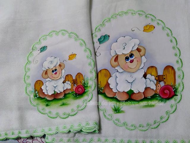 kit de fraldas com pintura de ovelhinha e passaros