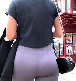 Linda rubia leggins marca tanga